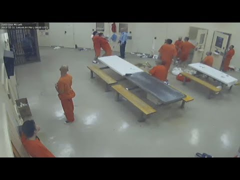 Inmate kills cellmate and hides body without guards noticing